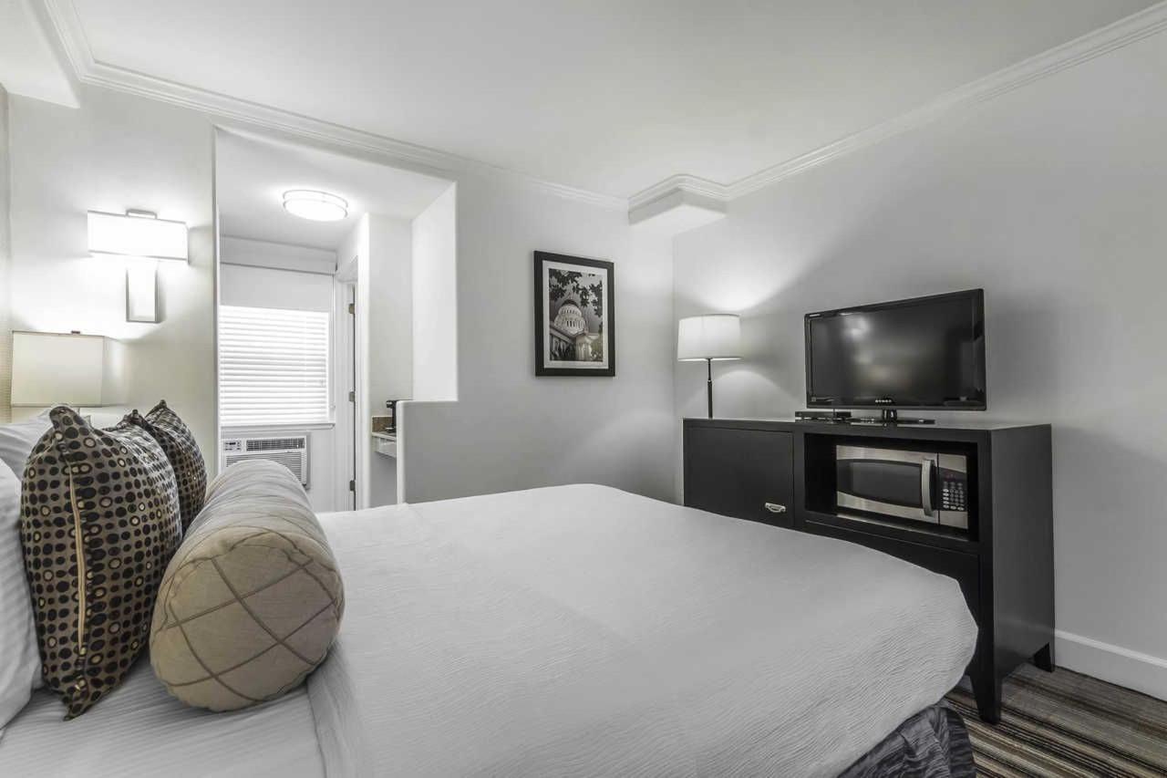 1-queen-bed-4-1.jpg