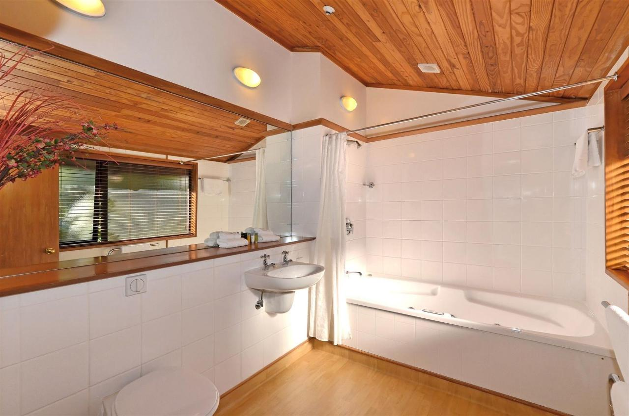 spa-bathroom-2.jpg