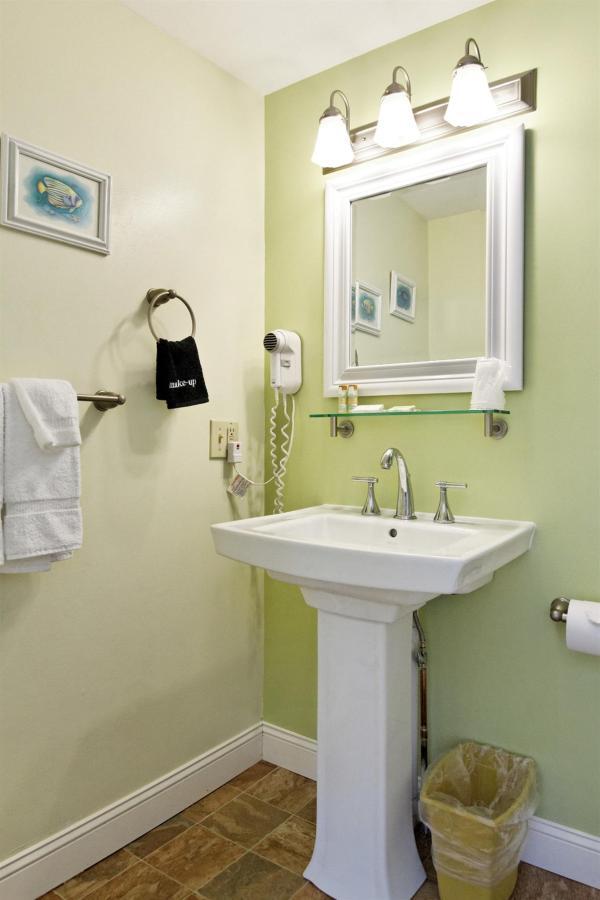 queen-std-bath-vert.jpg.1920x0.jpg