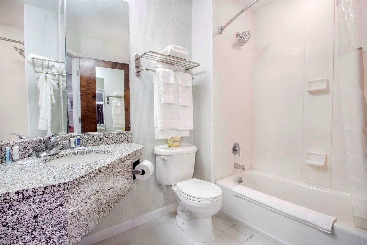 ny331bathroom1.jpg