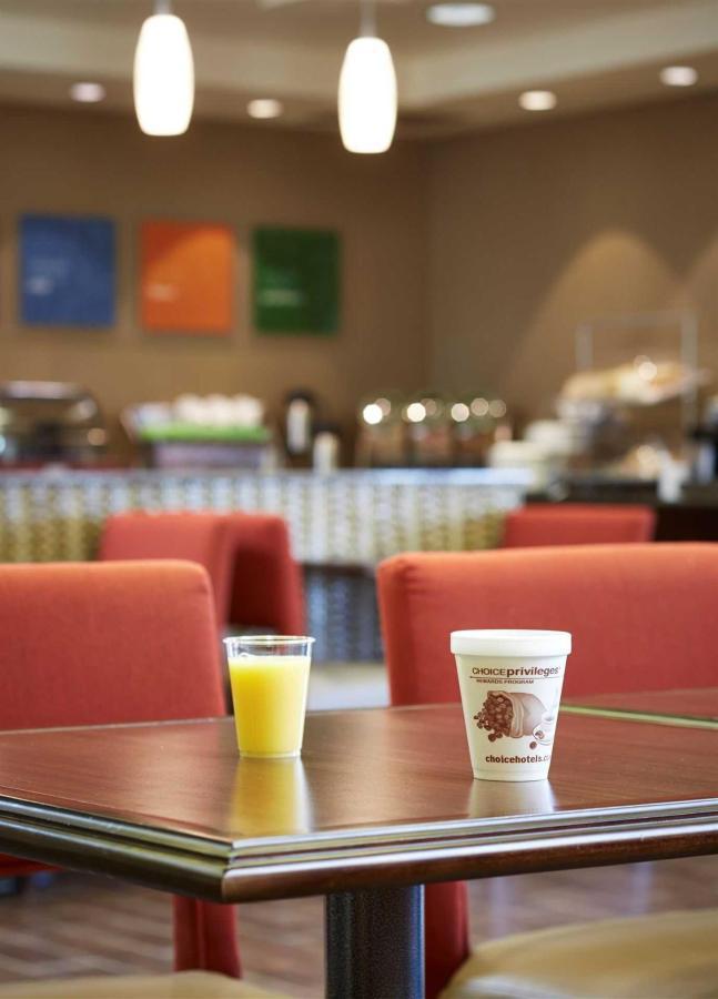 breakfast-room8245_005.jpeg.1920x0.jpeg