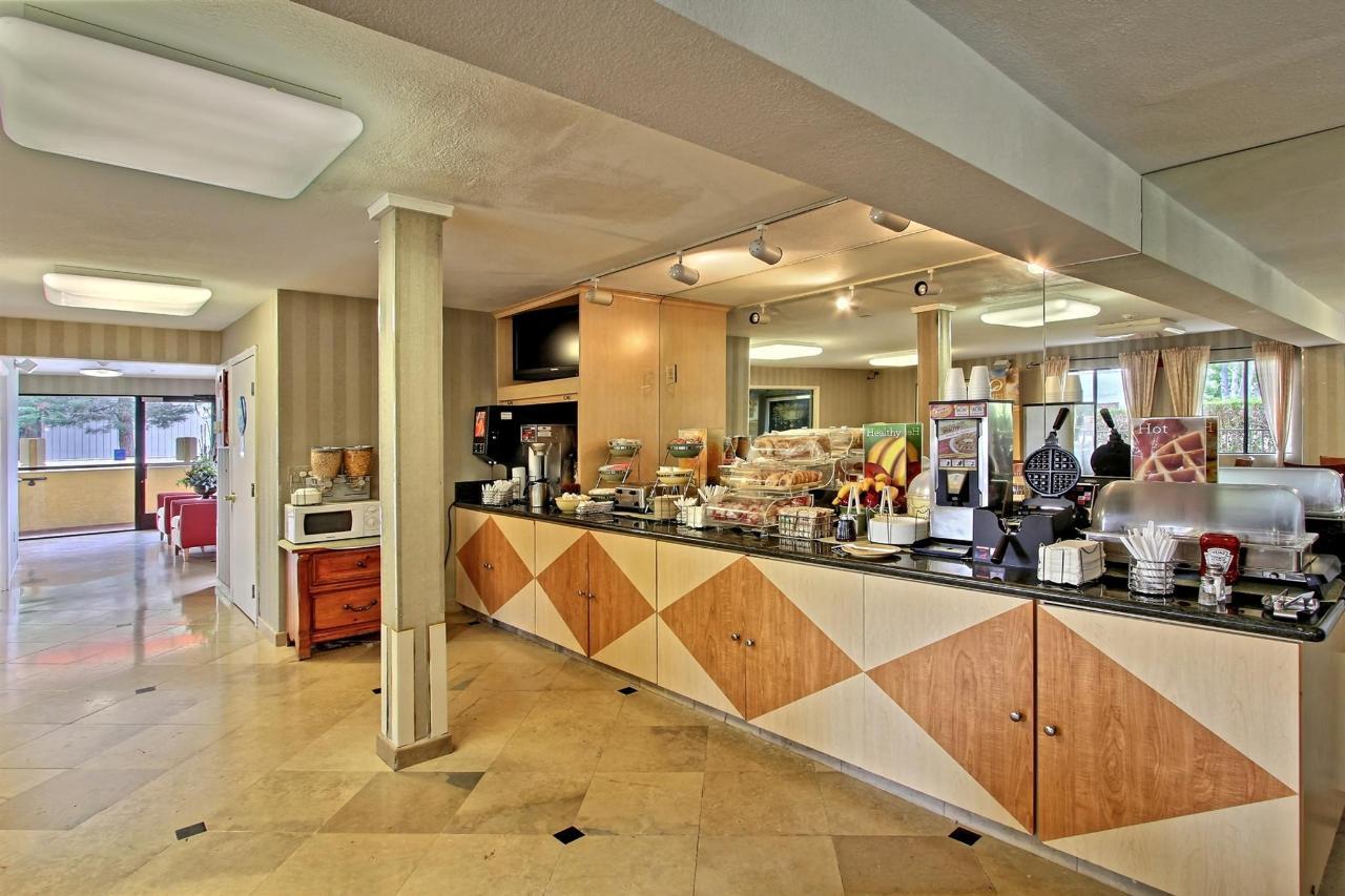 breakfast-counter.jpg.1920x0.jpg