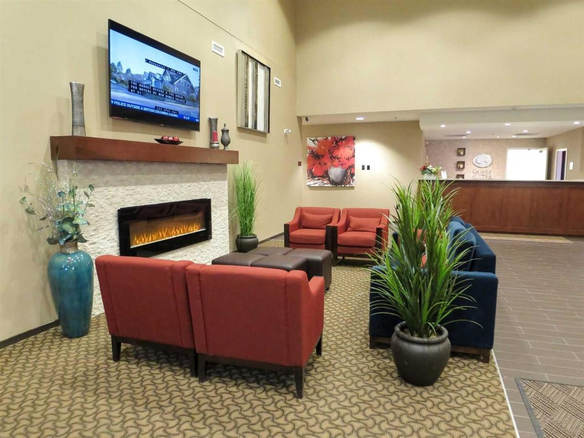 Lobby seating area.jpg