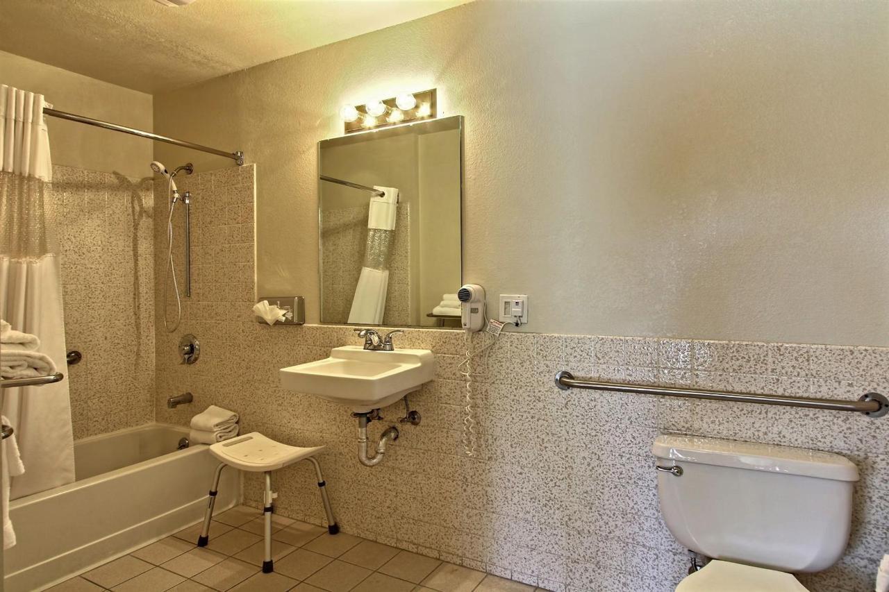 handicapped-bathroom.jpg