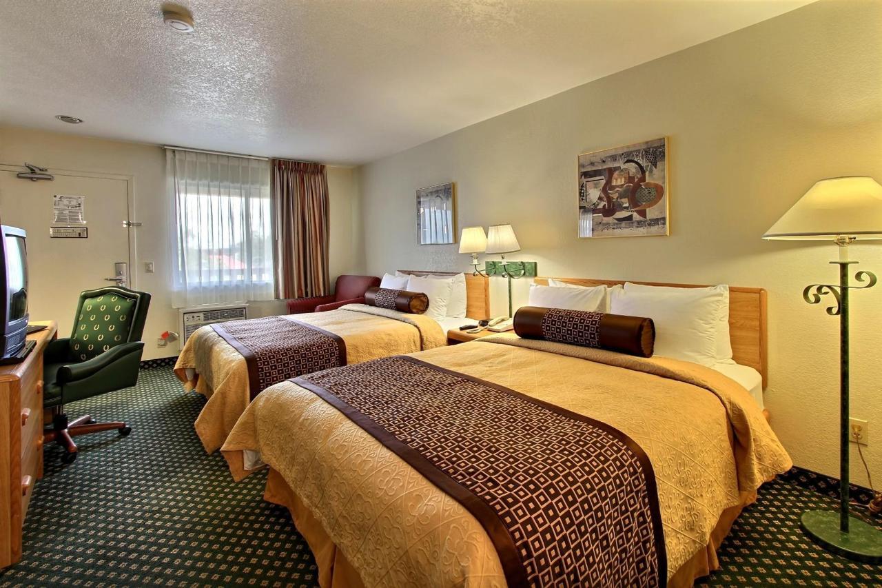 2-bed-room-facing-door.jpg