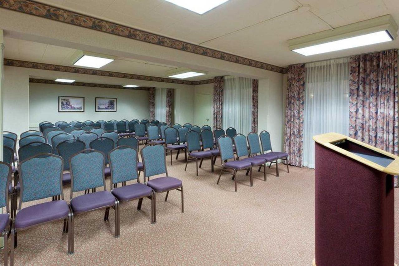 holiday-inn-frederck-meeting-room-theater-front.jpg.1920x0.jpg