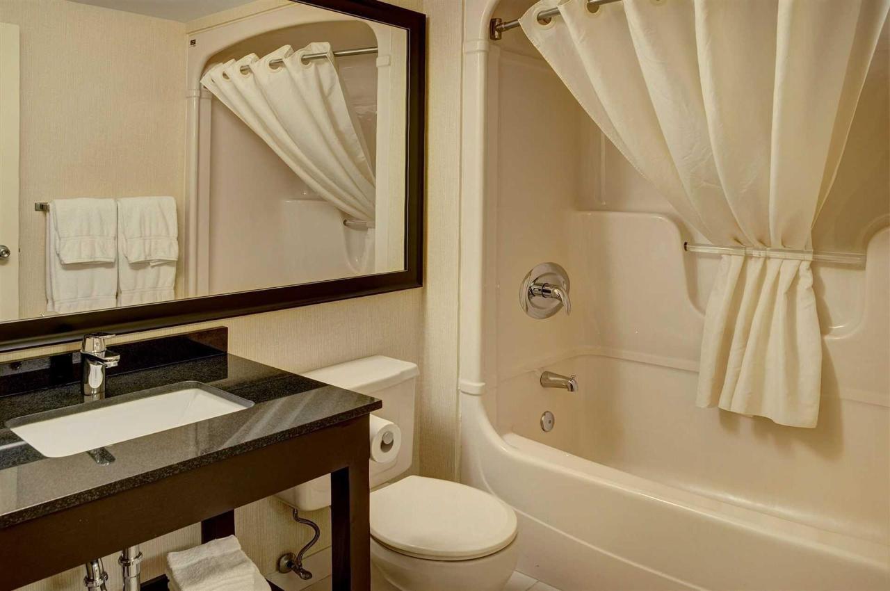 bathroom.jpg.1920x0.jpg