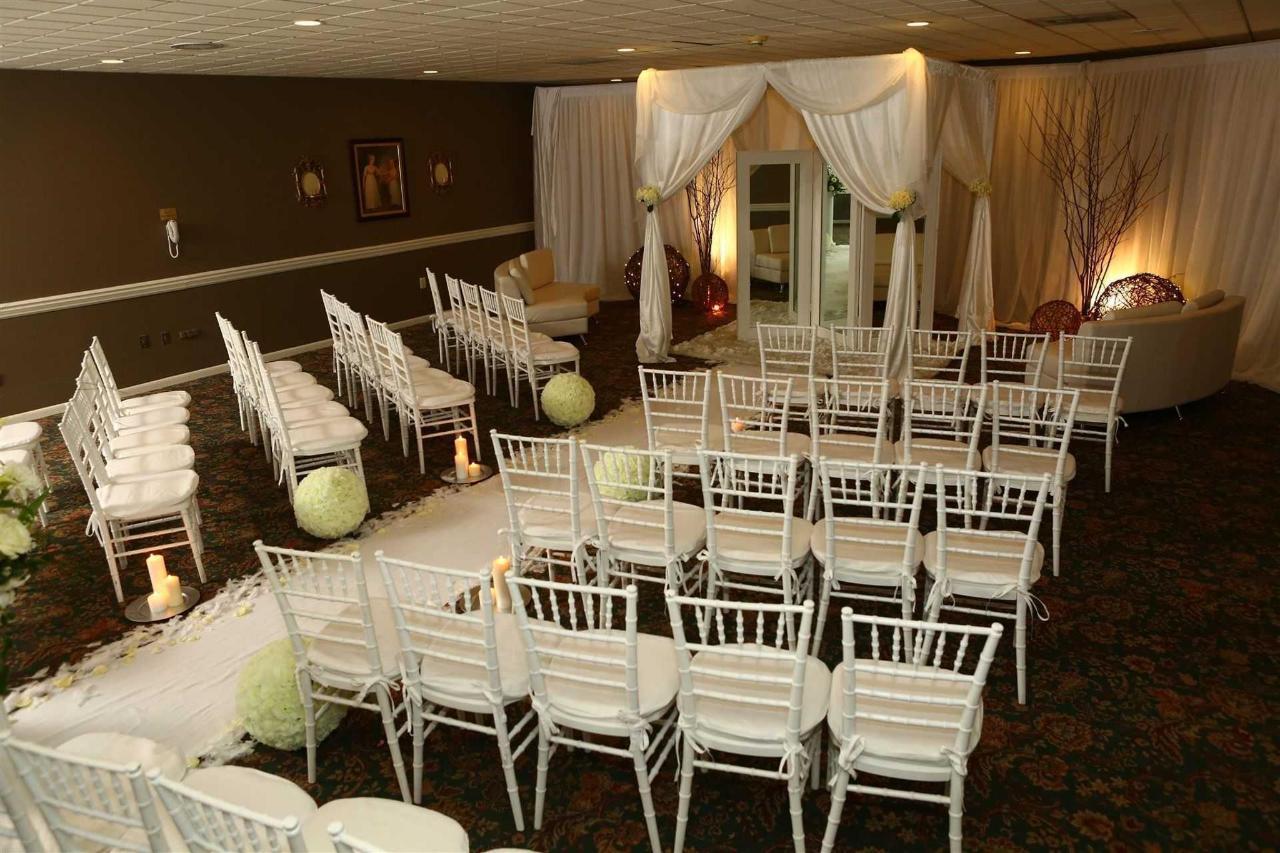 commons-room-wedding-ceremony-22.JPG.1920x0.JPG