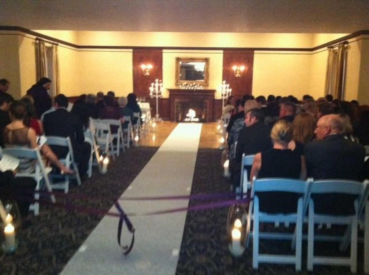 white-ballroom-ceremony-21.JPG.1920x0.JPG