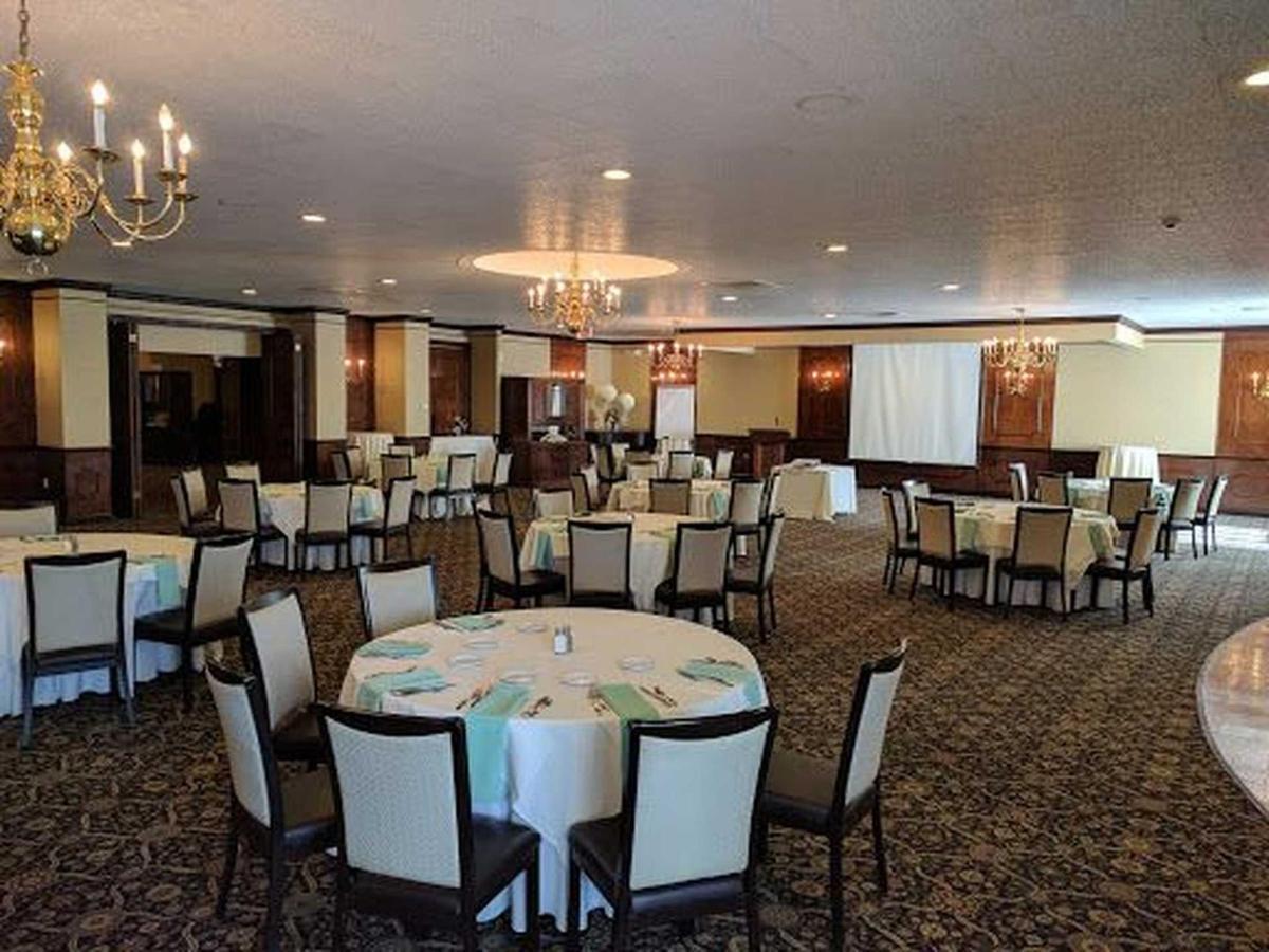 white-ballroom-crescent-setup-3.jpg.1920x0.jpg