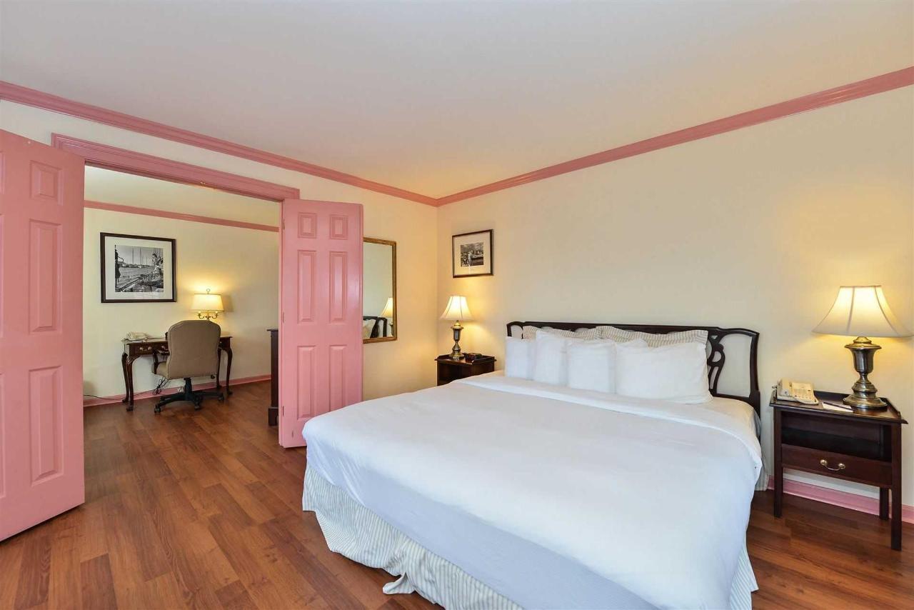 king-suite-1.jpg.1920x0.jpg