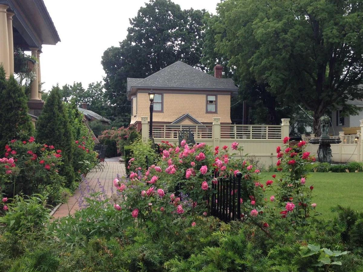 roses-at-union-gables.jpg.1920x0.jpg