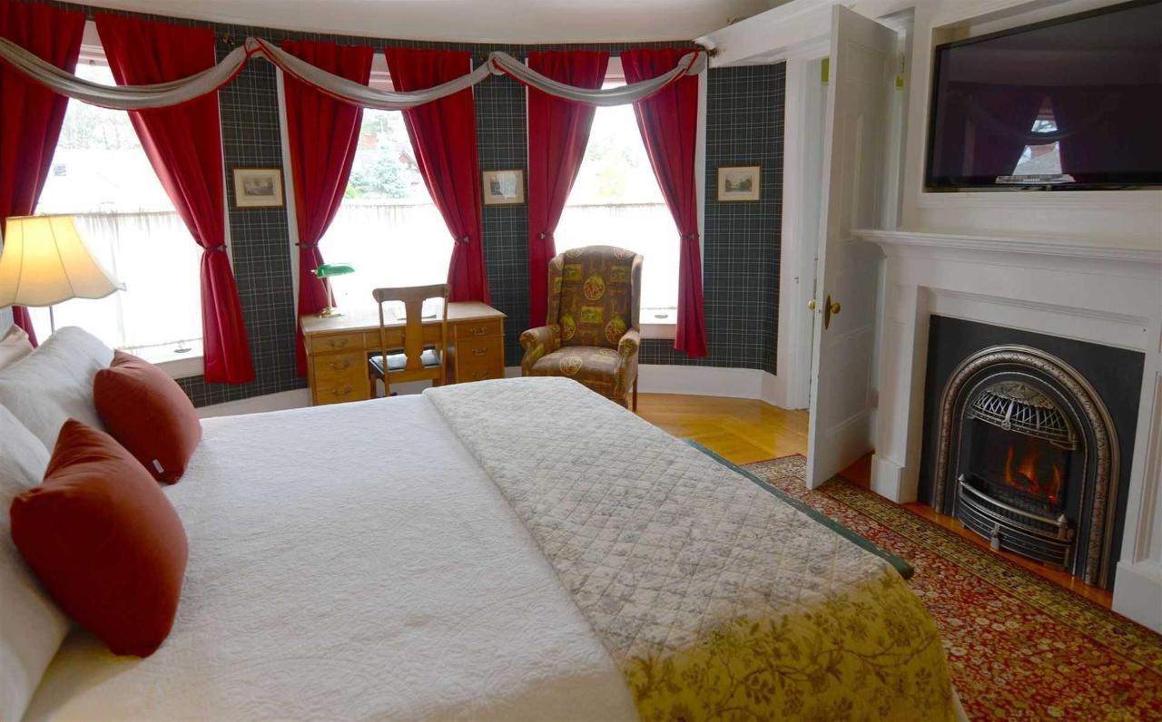 kate-room-fireplace2.jpg.1920x0.jpg