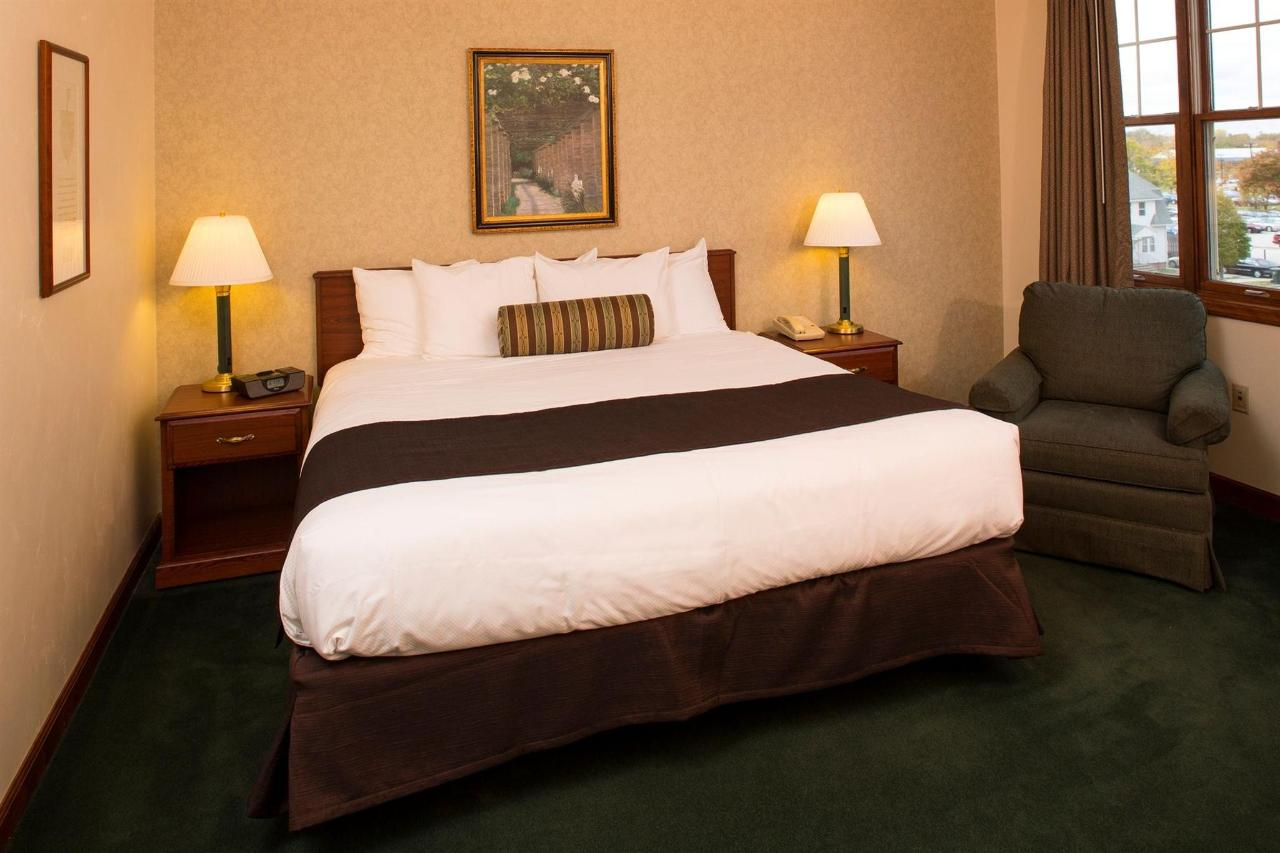 presidential-suite-bedroom.jpg