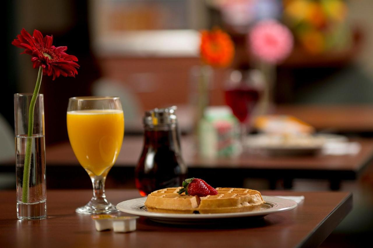 breakfast-room4.jpg