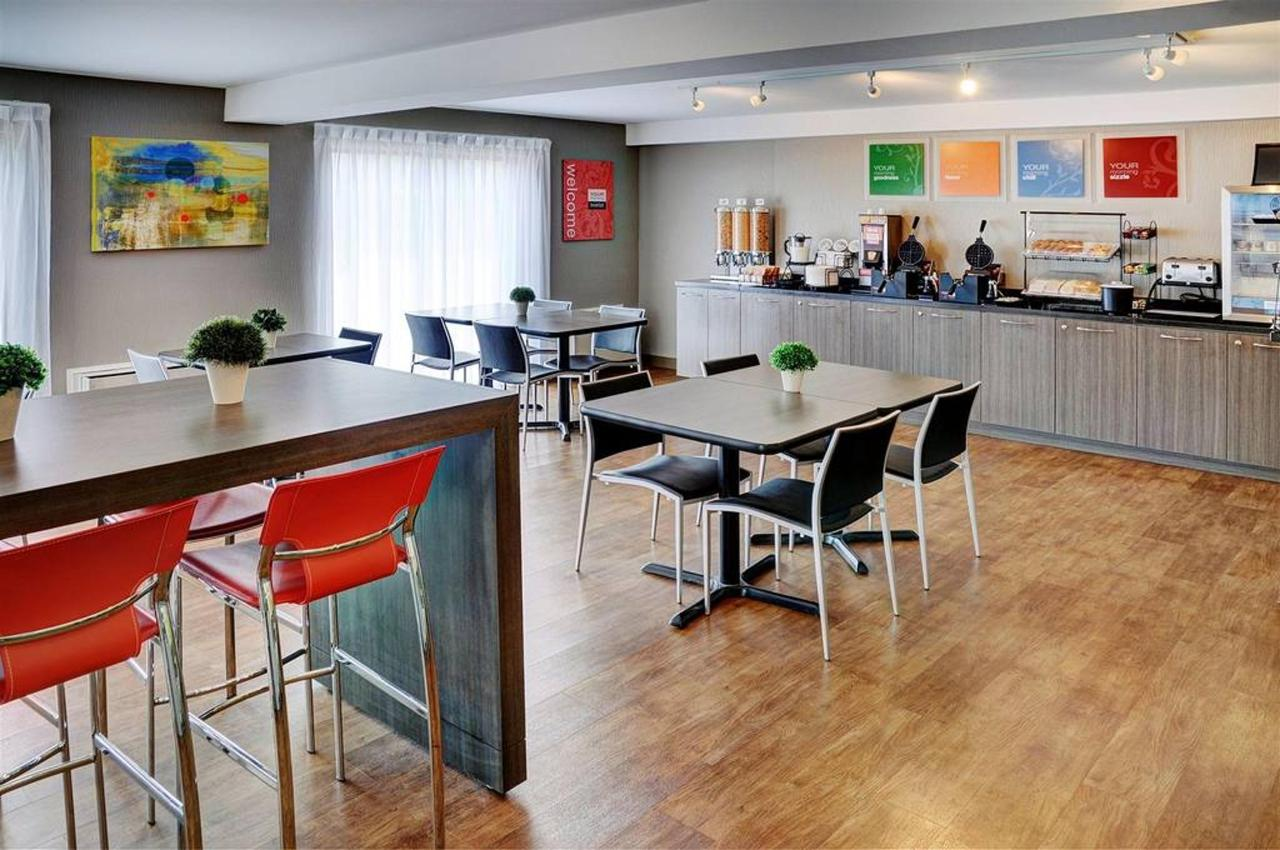 Convivial breakfast room.jpg