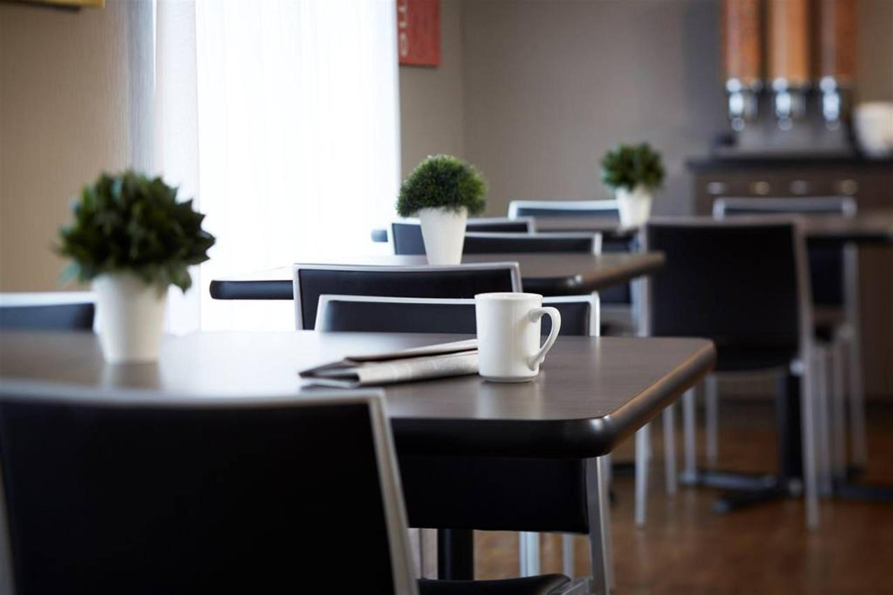 The breakfast room.jpg