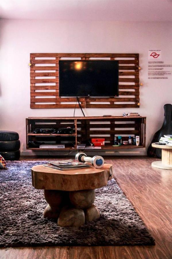 chambre tv.jpg.1024x0.jpg