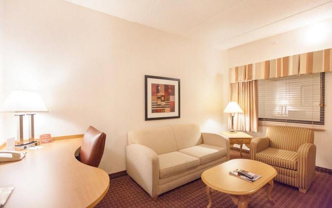 guest-suite-parlor-1.jpg.1024x0.jpg
