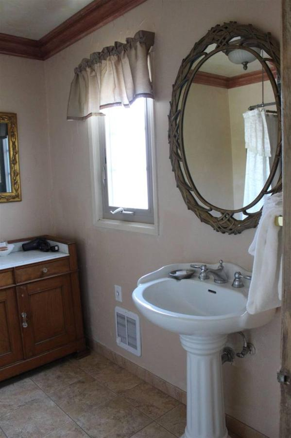 chardonnay-rm-5-bathroom.JPG.1024x0.JPG