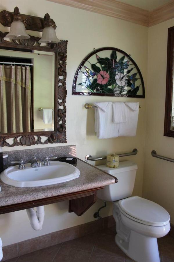 iris-rm-15-bathroom.JPG.1024x0.JPG