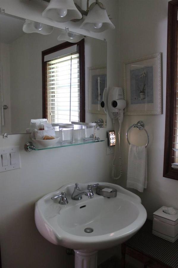 orchid-rm-14-bathroom-2.JPG.1024x0.JPG