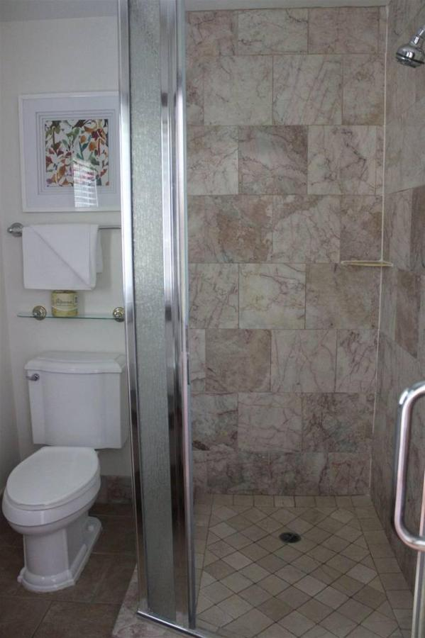 orchid-rm-14-bathroom.JPG.1024x0.JPG
