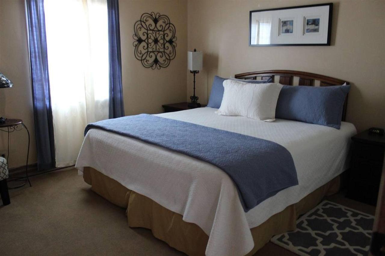 santa-barbara-rm-7-bedroom.JPG.1024x0.JPG