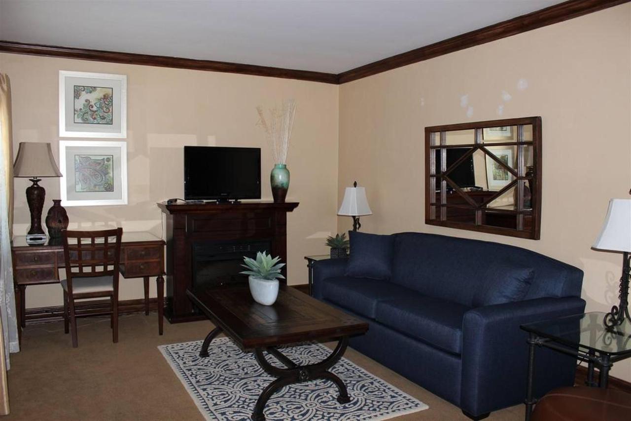 santa-barbara-rm-7-living-room.JPG.1024x0.JPG