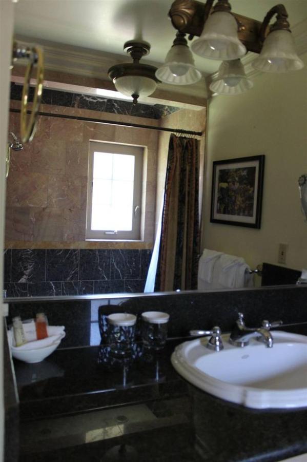 sunflower-rm-16-bathroom.JPG.1024x0.JPG