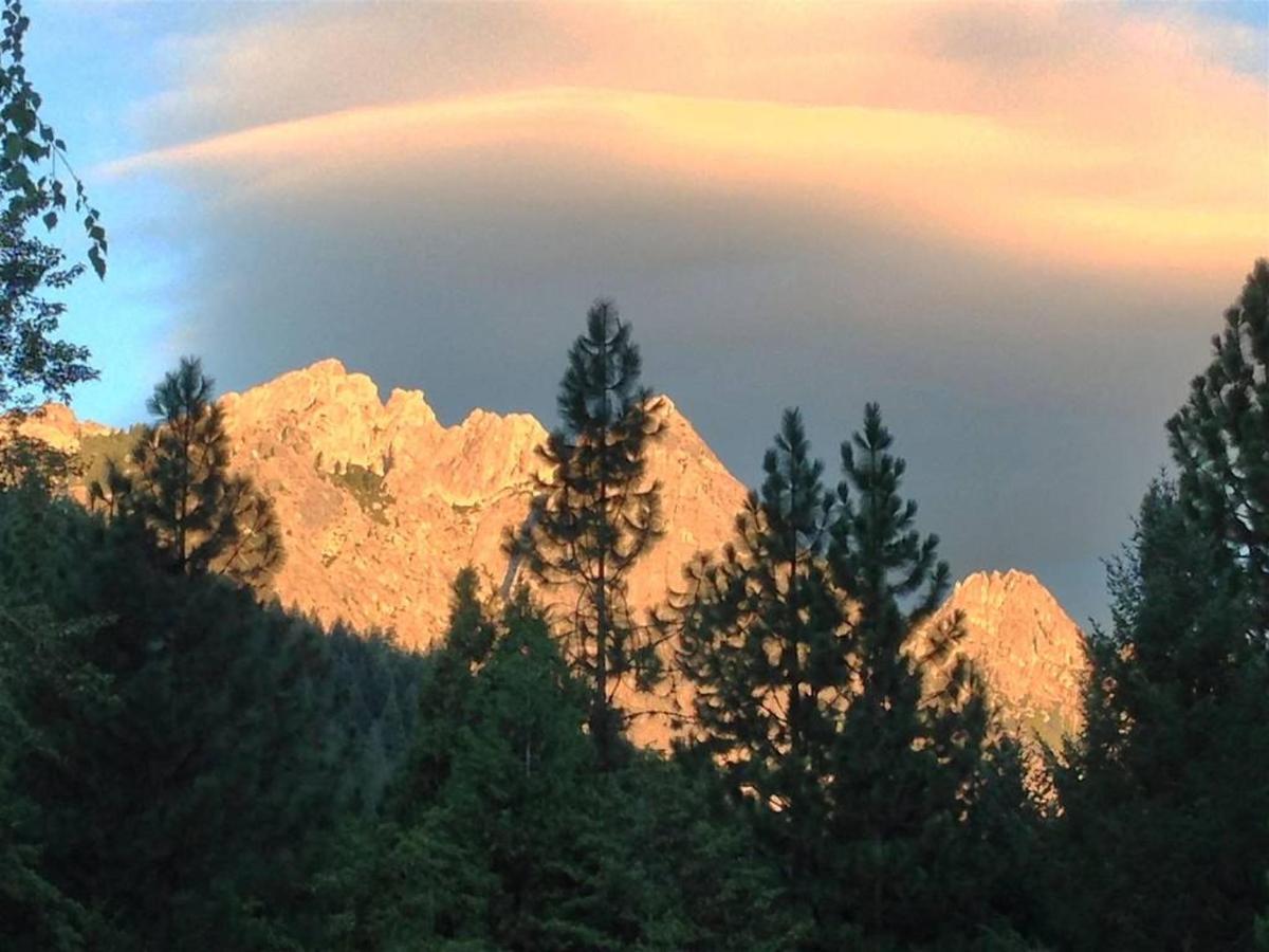 rrp-crags-at-sunrise.jpg.1024x0.jpg