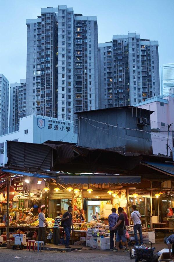 Wholesale fruit market by night.jpg