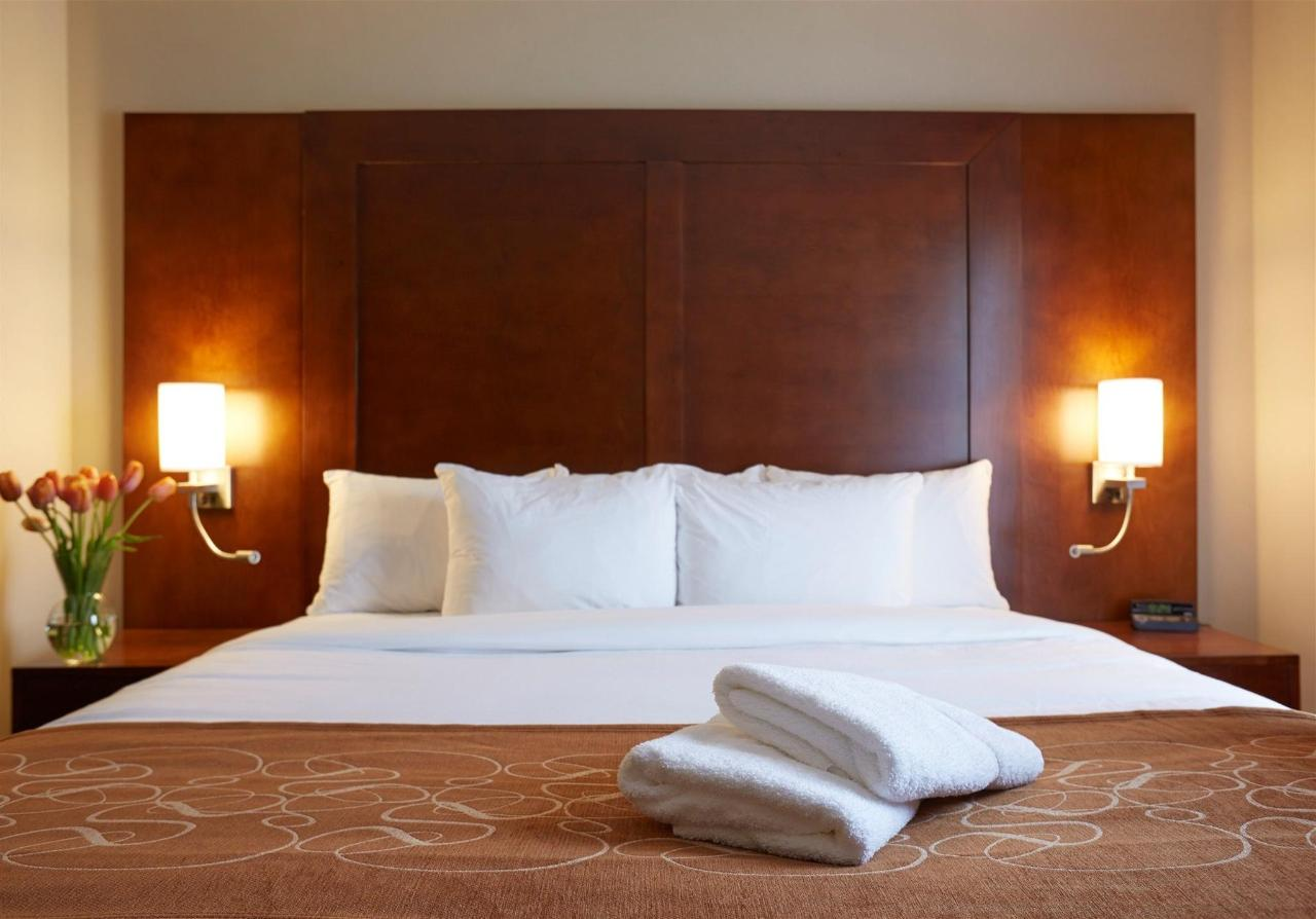 king-bed-suite-with-partial-divider.jpg