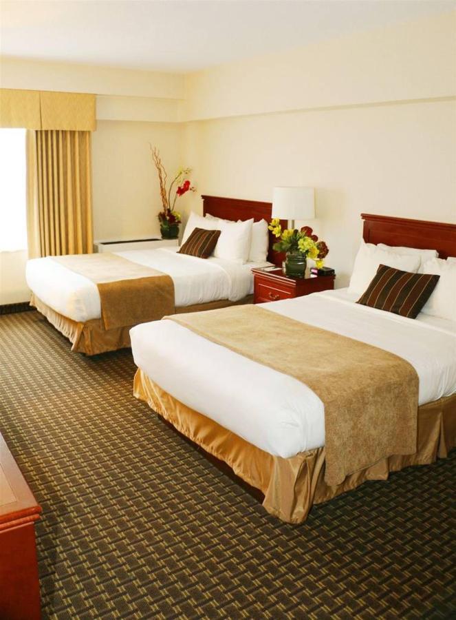 2 Double Beds Harbourvie.JPG