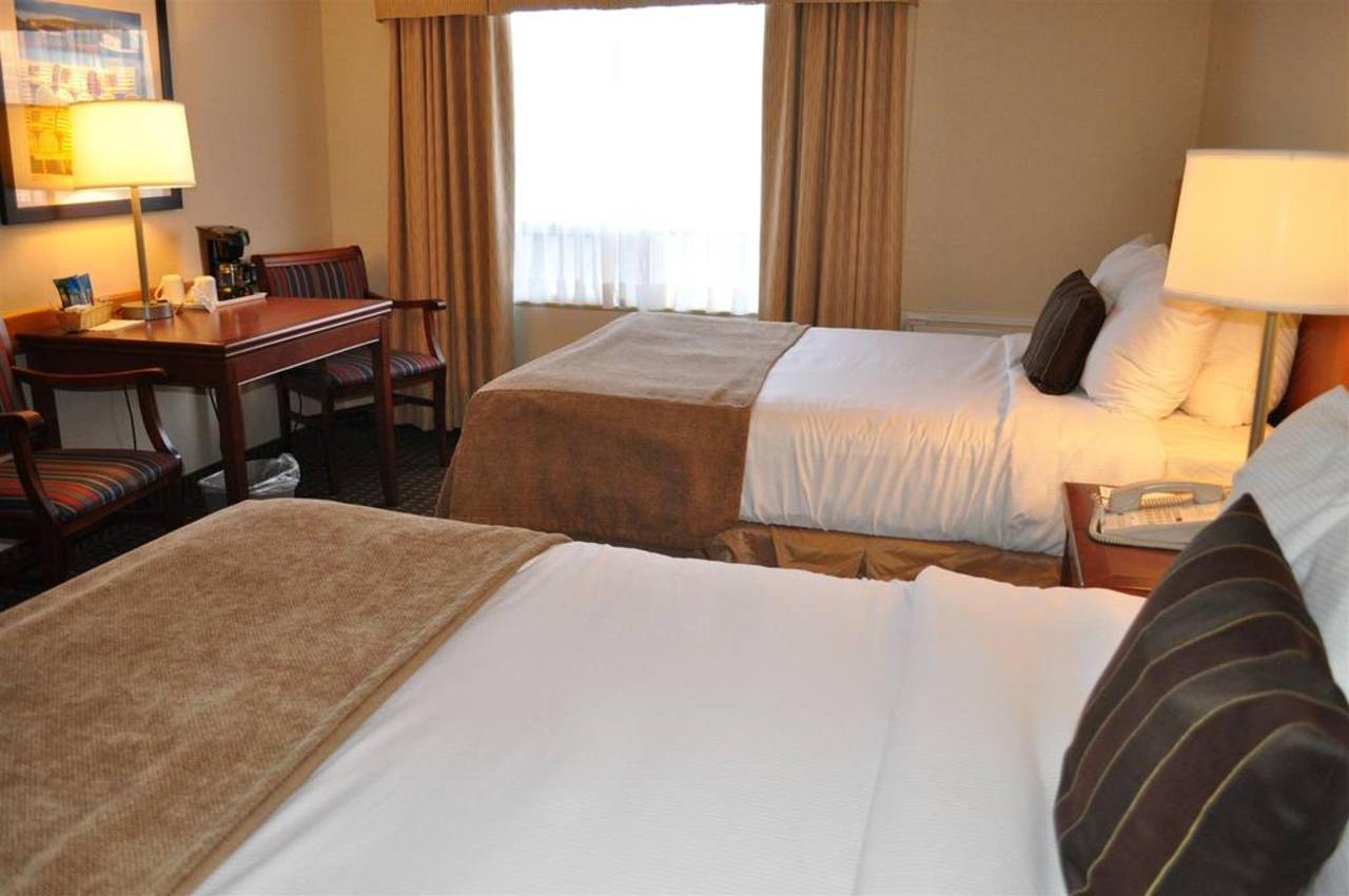 2 Double Beds Upper Floor.JPG