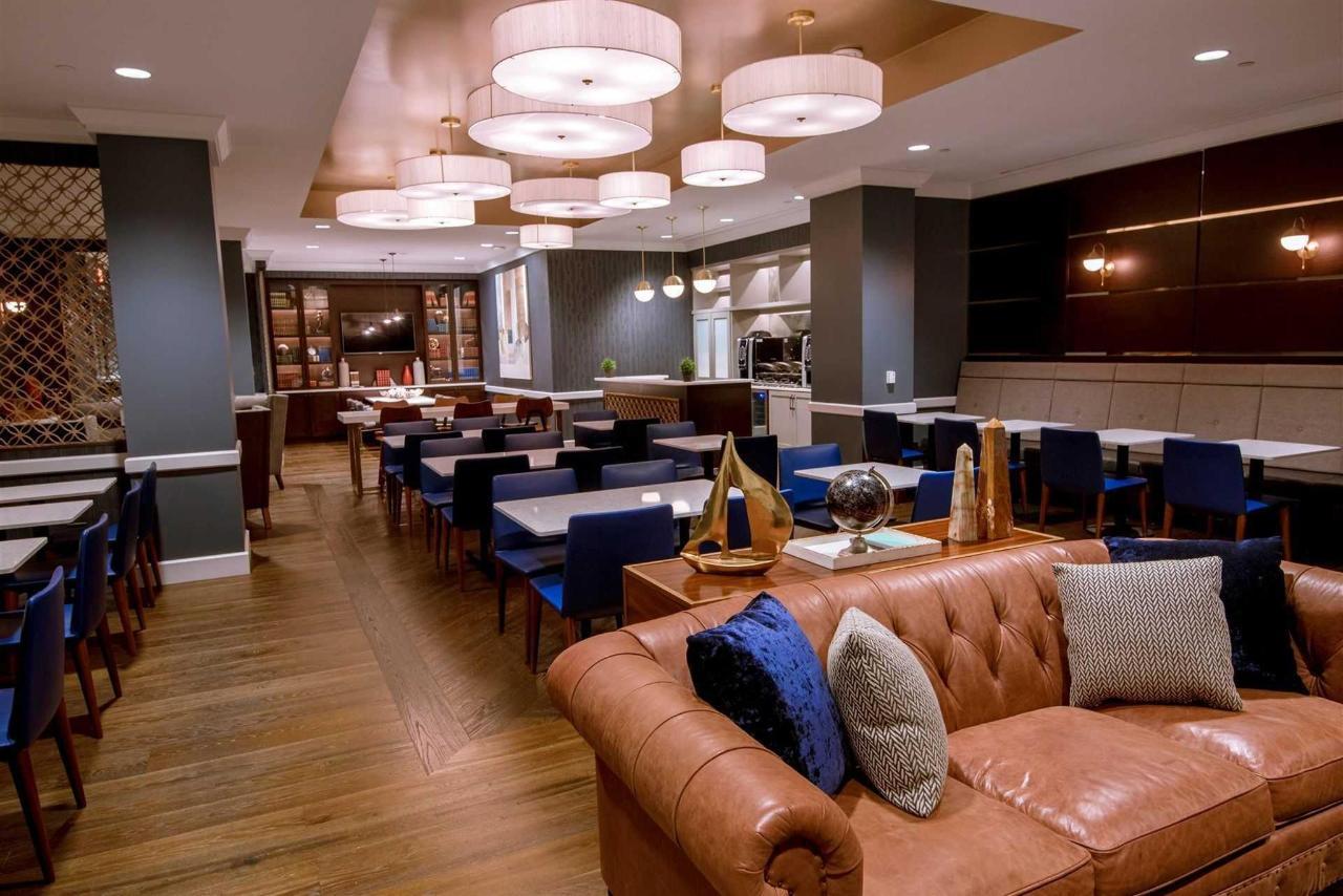 exec-lounge.jpg.1920x0.jpg