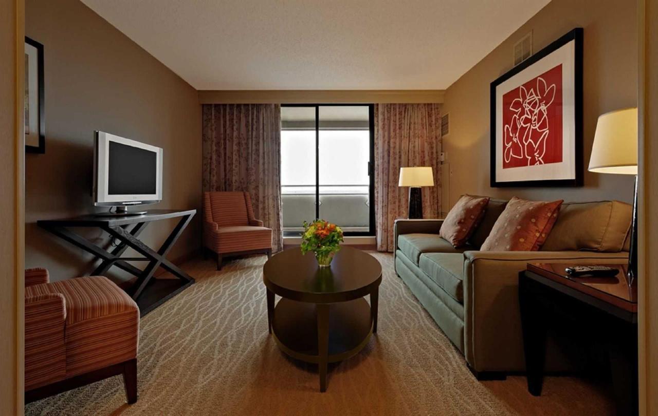 1-king-bed-1-bedroom-suite-sofabed.jpg.1920x0.jpg