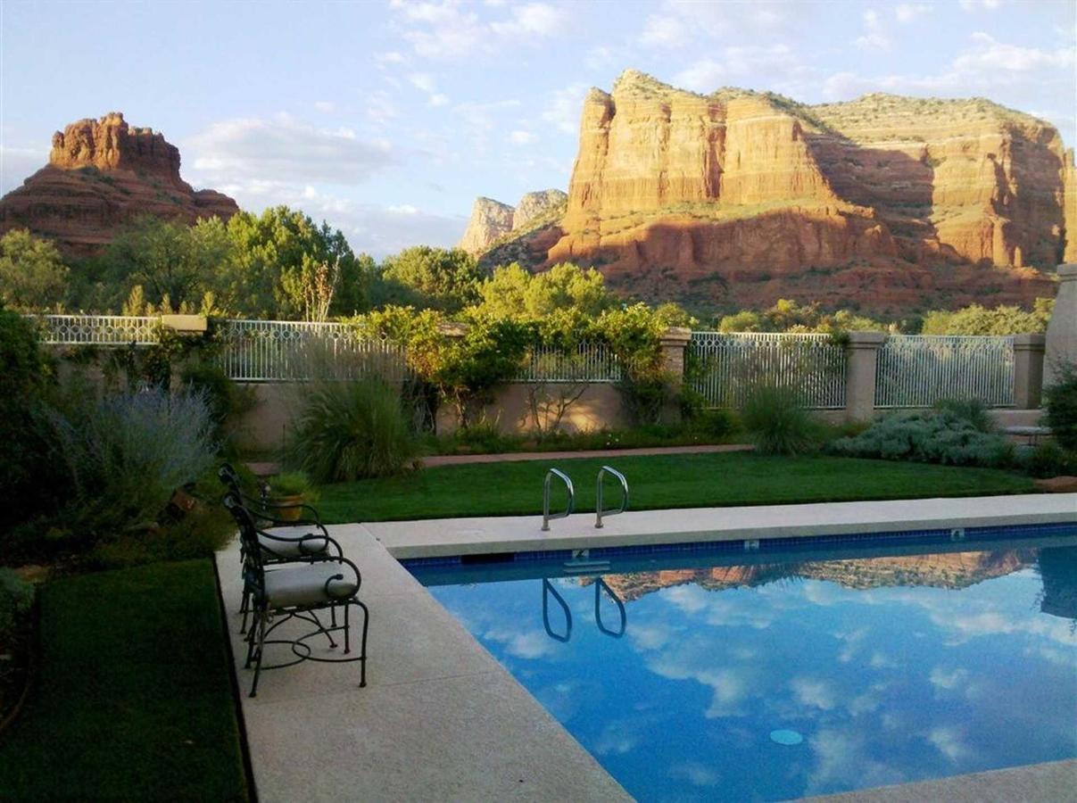 canyon-villa-pool-view-at-dusk.jpg.1920x0.jpg