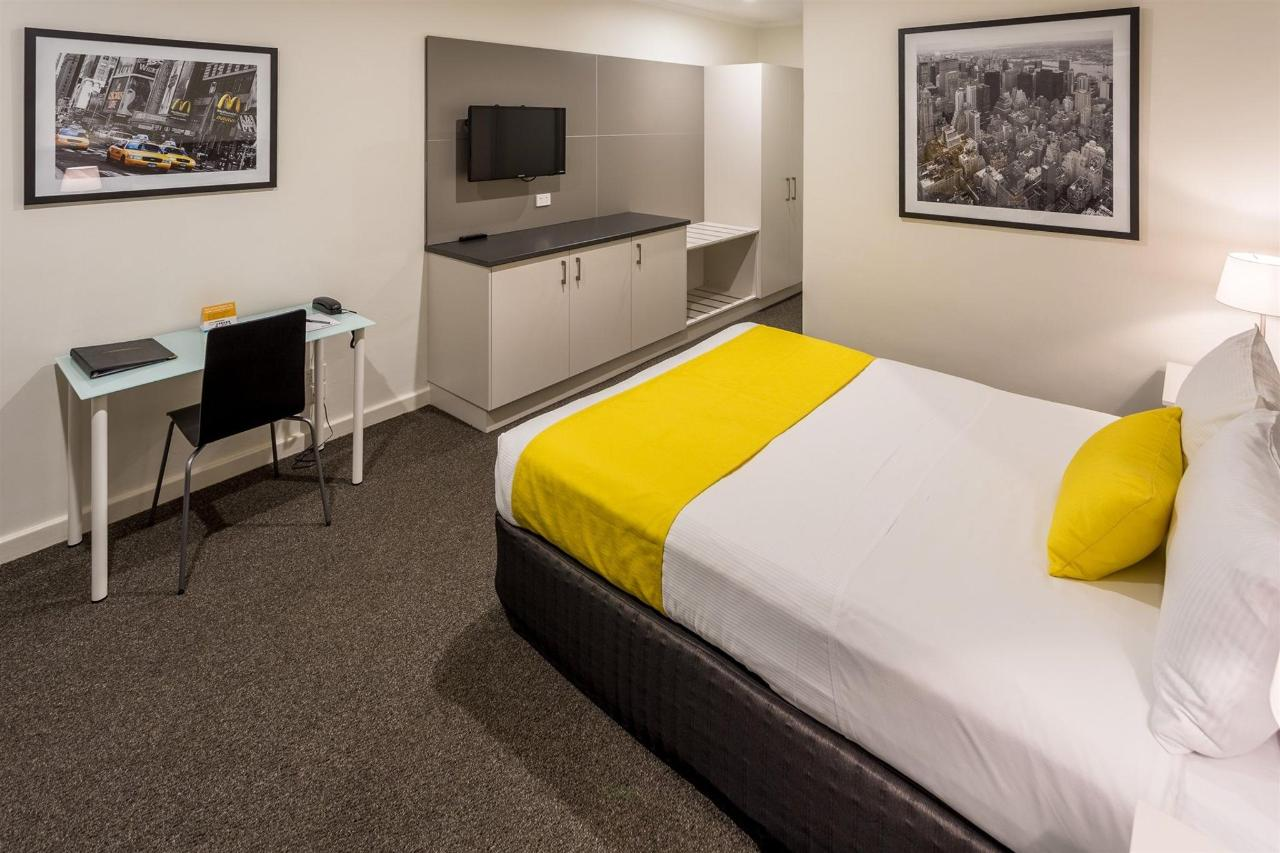 Deluxe Queen -The newly renovated Deluxe Queen rooms offer value and comfort to those travellers seeking quality accommodation and amenities.jpg
