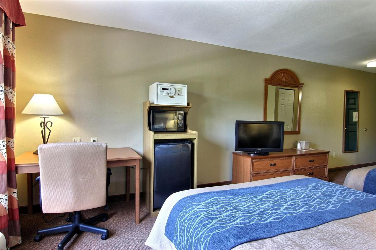flb21-standard-2-queen-bedroom-21.jpg