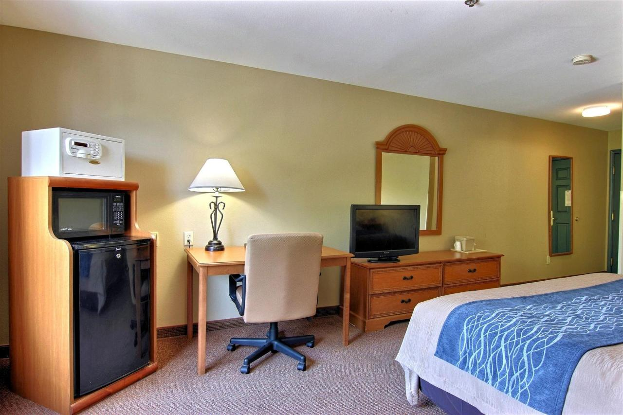 flb21-standard-king-bedroom-11-1.jpg