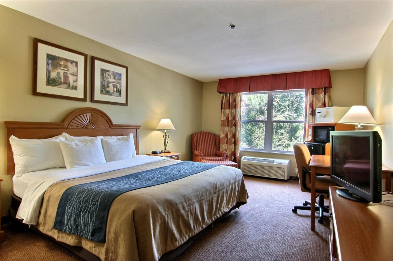 flb21-standard-king-bedroom-11.jpg