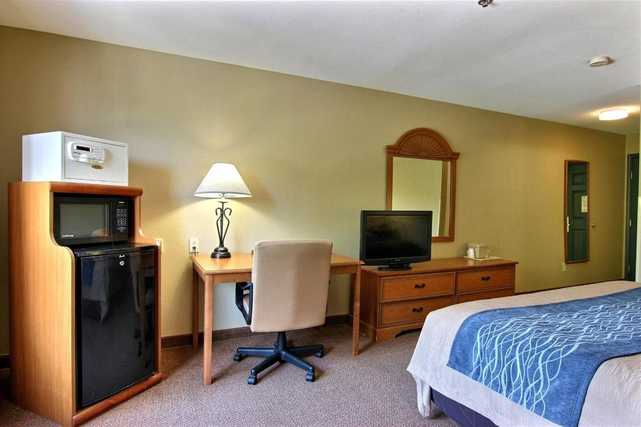 flb21-standard-king-bedroom1.jpg