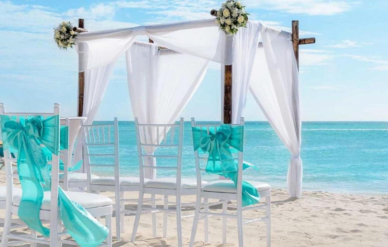 Weddings_HolidayInnAruba12.jpg