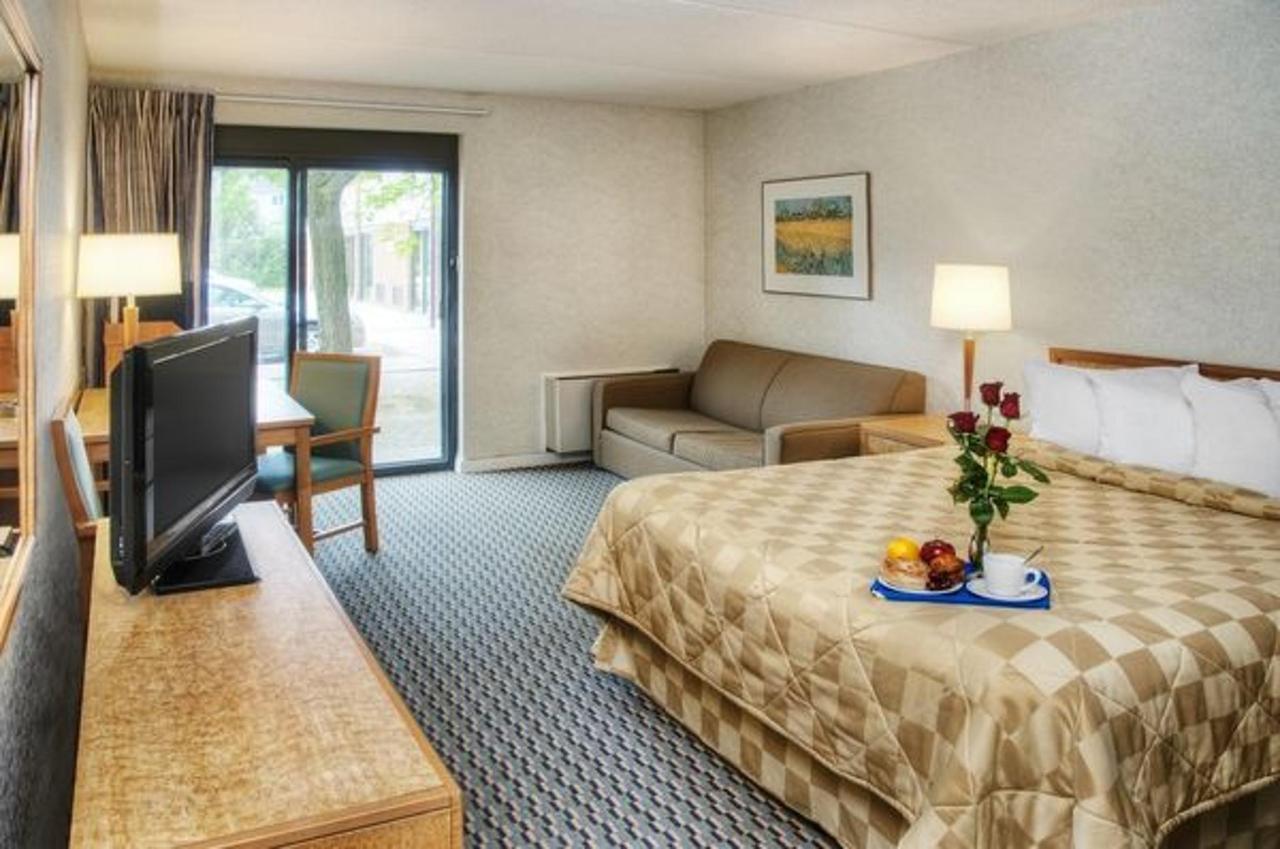 Rooms   Comfort Inn Belleville   Belleville   Ontario   Canada.jpg