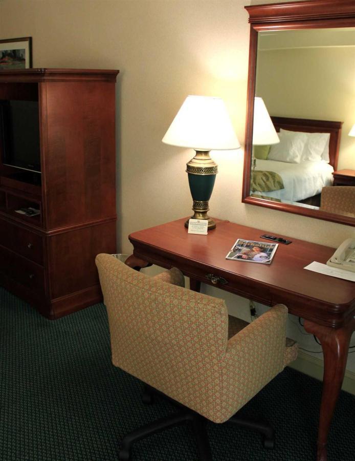 king-main-desk.jpg.1920x0.jpg