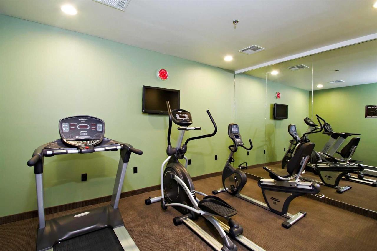 fitness_center_1.jpg.1920x0.jpg