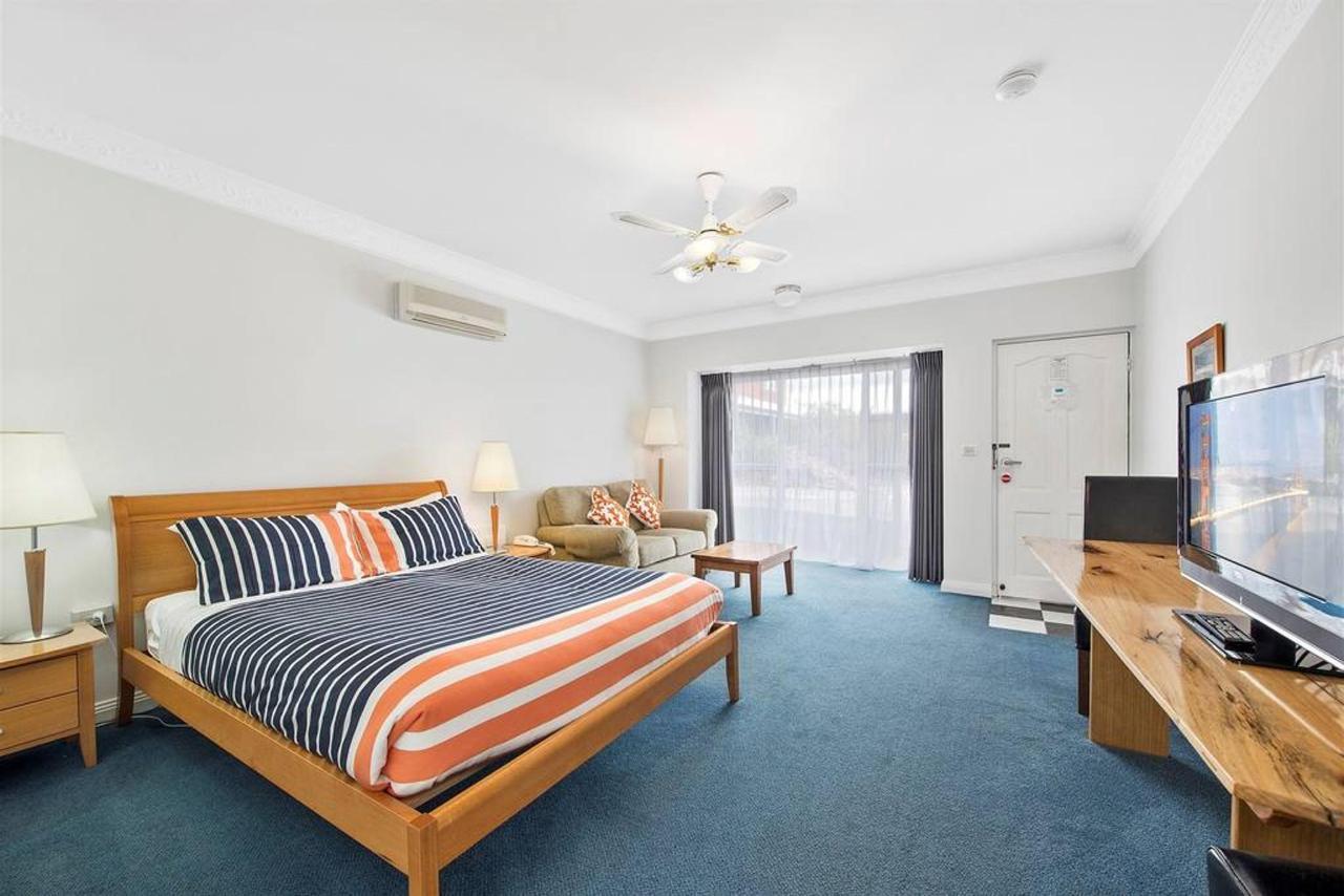 deluxe-spa-room.jpg.1024x0.jpg