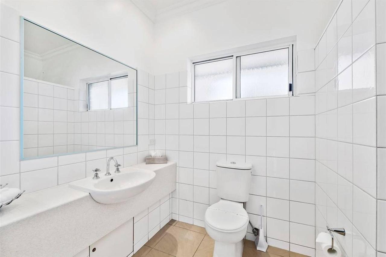 twin-room-4.jpg.1024x0.jpg