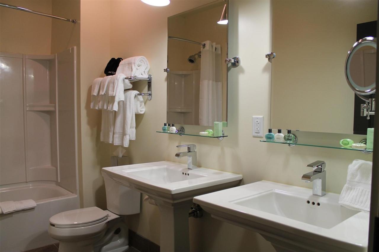 grand-penthouse-double-queen-bathroom.JPG.1024x0.JPG